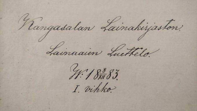 Käsinkirjoitettu teksti: Kangasalan Lainakirjaston Lainaaien Luettelo. W:18 8/XII 83. I. vihko.