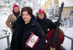 Kuvassa Anne-Mari Kivimäki Ville Rauhala ja Pekko Käppi.
