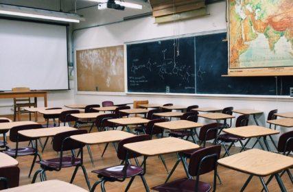 Kuvassa luokkahuone