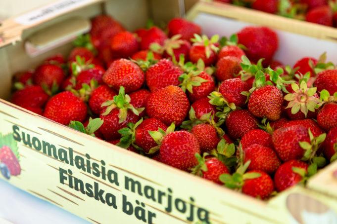 Kuvistuskuvassa mansikoita
