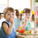 Lapset syövät